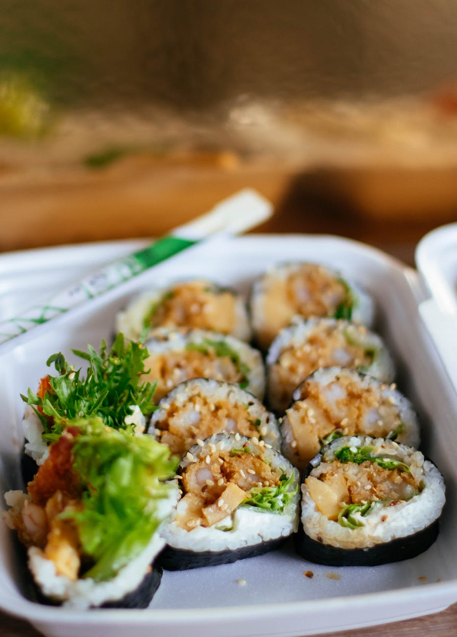 california maki sushi dishes